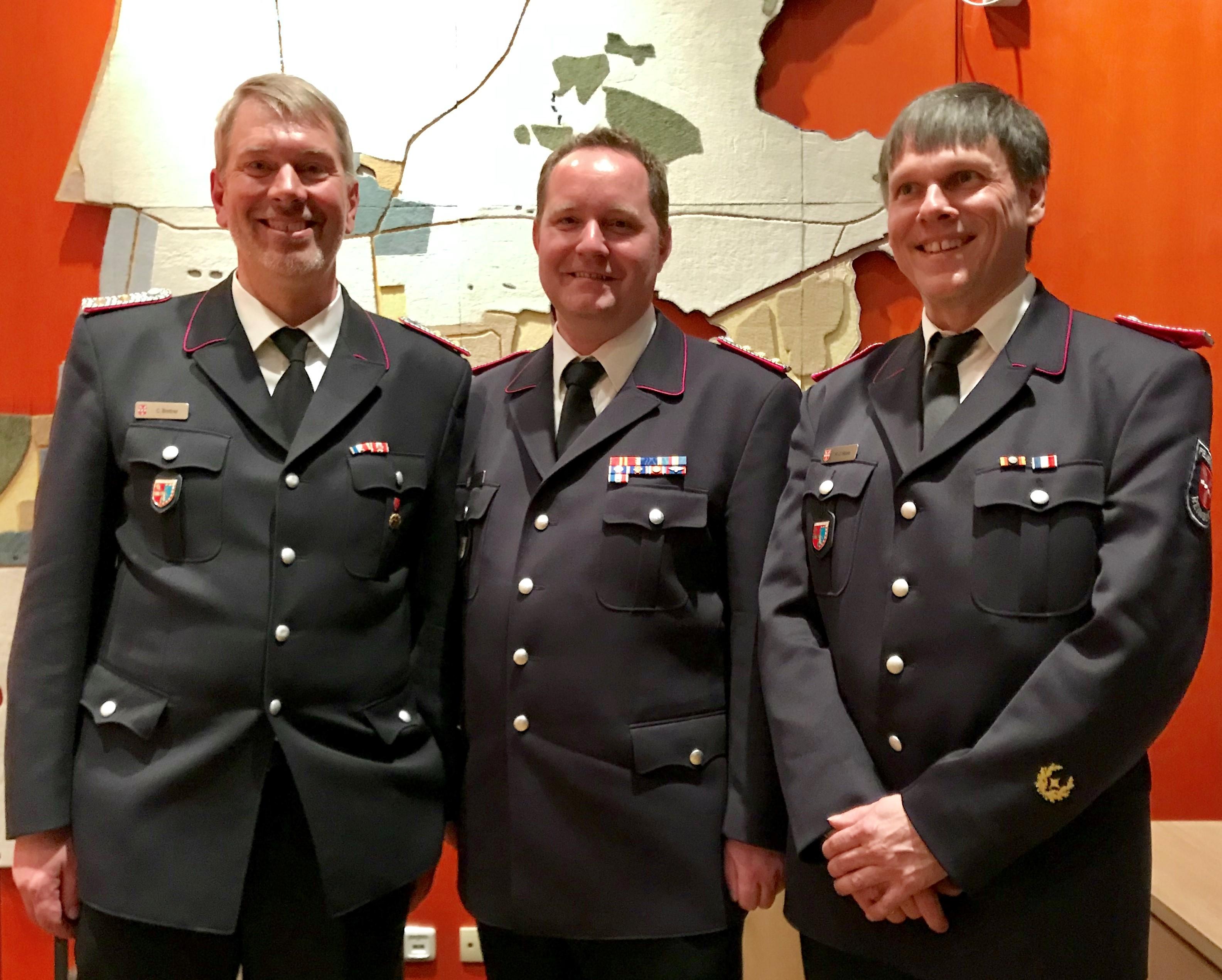 Die neue Führung Gemeindewehrführer Selke (mitte), 1. Stellvertreter Brettner (links), und 2. Stellvertreter Haase (rechts)